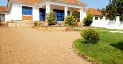 3 bedrooms house for sale in Kitende at shs 270,000,000
