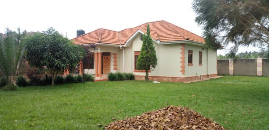 House for sale in Buwate at shs 330,000,000