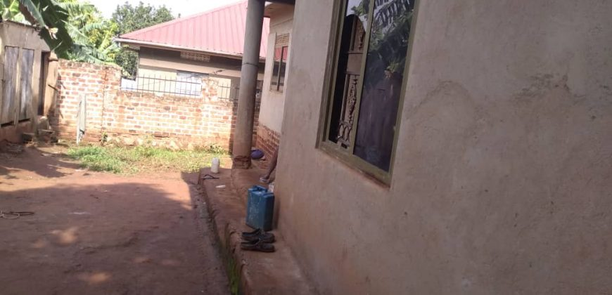 House for sale in Kitende Entebbe road at shs 120,000,000