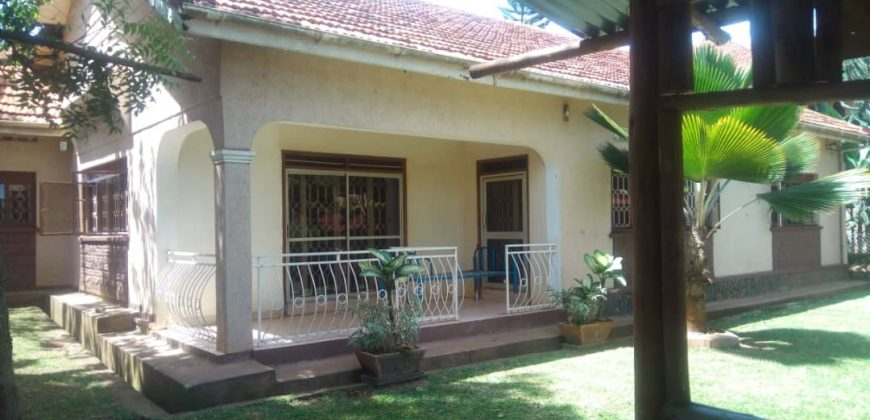 House for sale in Muyenga at shs 1,000,000,000