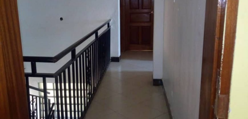 House for sale in Seeta-Lumuli at shs 550,000,000