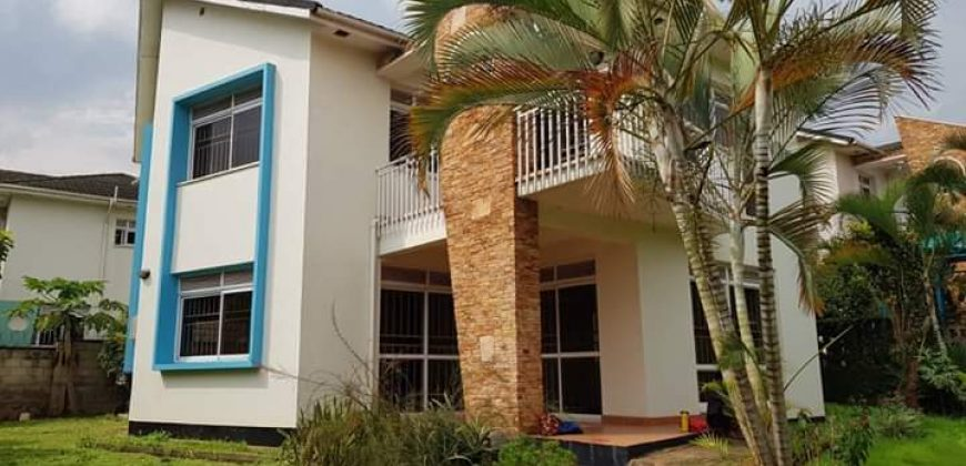 Mansion for sale in Lubowa Estate Entebbe road at shs 600,000,000