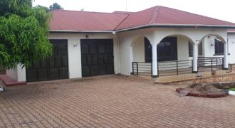 House for rent in Kanyaya at shs 2,000,000