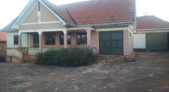 House for sale on Mutundwe hill at shs 380,000,000