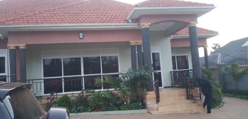 House for sale in Buziga at shs 650,000,000