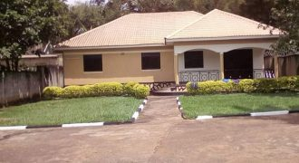 House for sale in Ntinda ministers village at shs 490,000,000