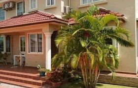 House for sale in Kiwatule at shs 5,000,000,000