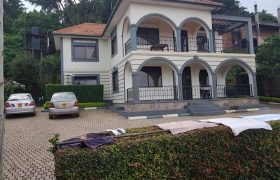 House for sale in Muyenga at 1,600,000,000