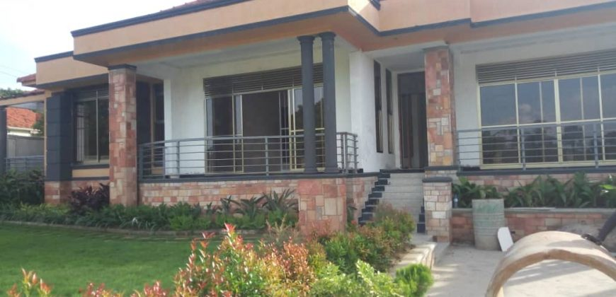 House for sale in Kiwatule at shs 850,000,000
