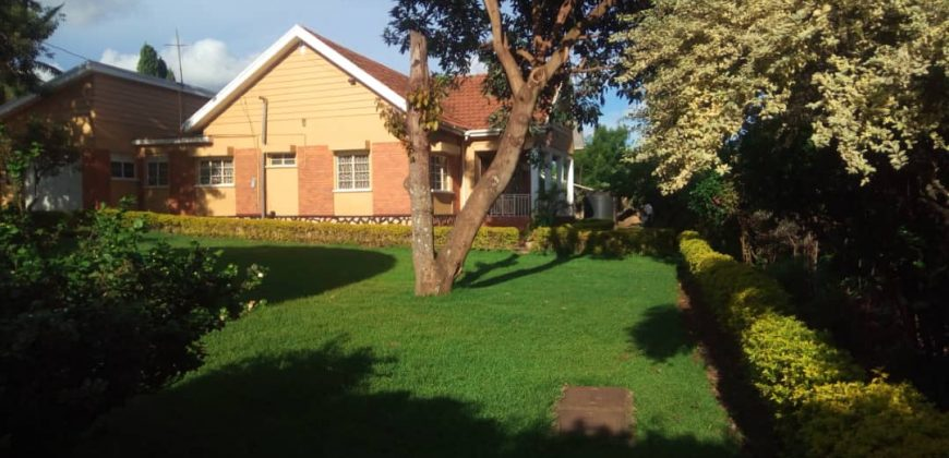 House for sale in Rubaga-Mengo at shs 650,000,000