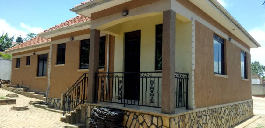 House for sale in Kitende Nakigalala at shs 450,000,000