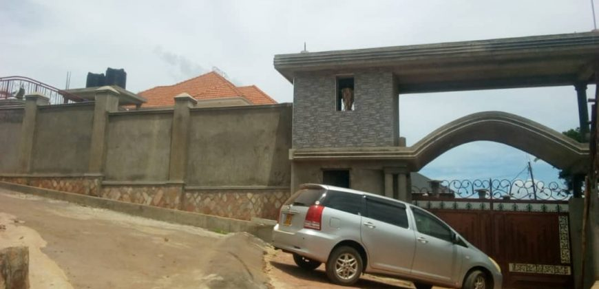 House for sale in Mukono town at shs 550,000,000