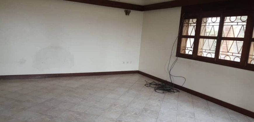 House for sale in Muyenga at shs 950,000,000