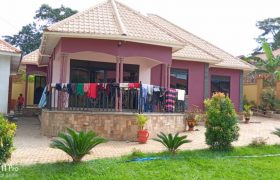 House for sale in Mukono-Kigombya at shs 165,000,000