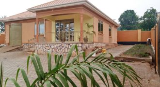House for sale in Wakiso Serinya at shs 120,000,000