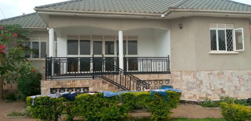 House for sale in Gayaza Manyangwa at shs 280,000,000,000