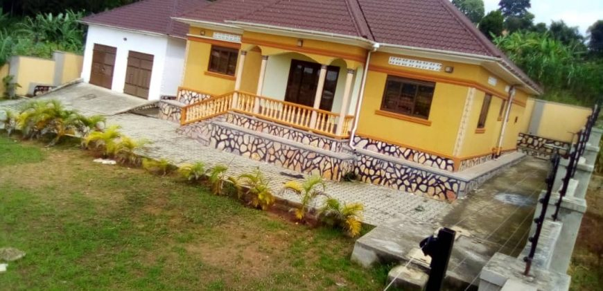 House for sale in Mukono town at shs 350,000,000